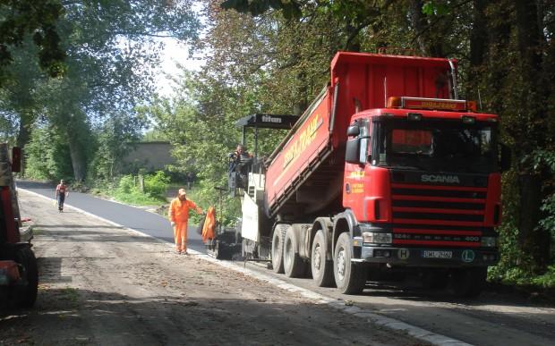 Program rozwoju gminnej i powiatowej sieci drogowej: budujemy zbędną infrastrukturę