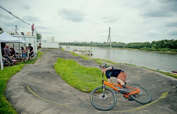 Pumptracki, czyli rowerowe place zabaw są coraz popularniejsze