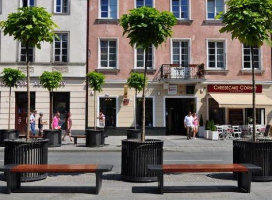 Warszawa odnowiła 1500 miejskich ławek