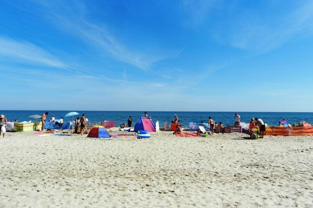 Plaże: Darłowo, Kołobrzeg, Mielno, Dźwirzyno zamknięte. Zakaz kąpieli z powodu zimnej wody