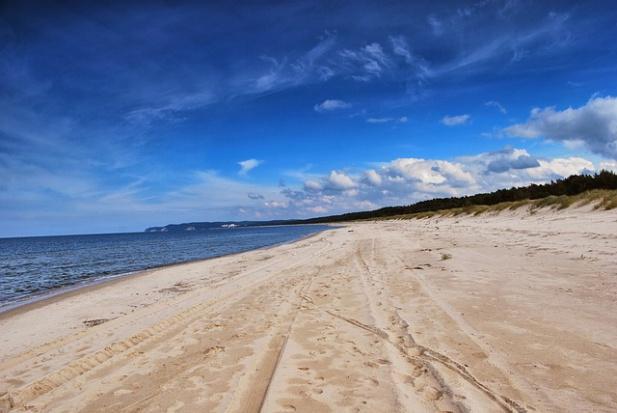 Plaże w Polsce: Betonowe umocnienia nie ochronią brzegu