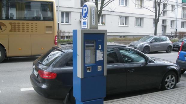 Czy opłata za parkowanie może być pobierana w sobotę?