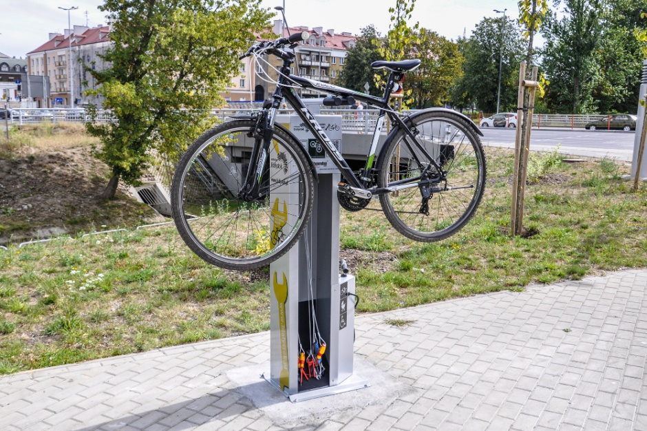 Białystok instaluje szafy z narzędziami rowerowymi