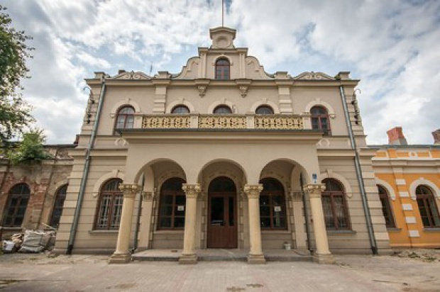 Dworzec w Aleksandrowie Kujawskim odzyskuje blask