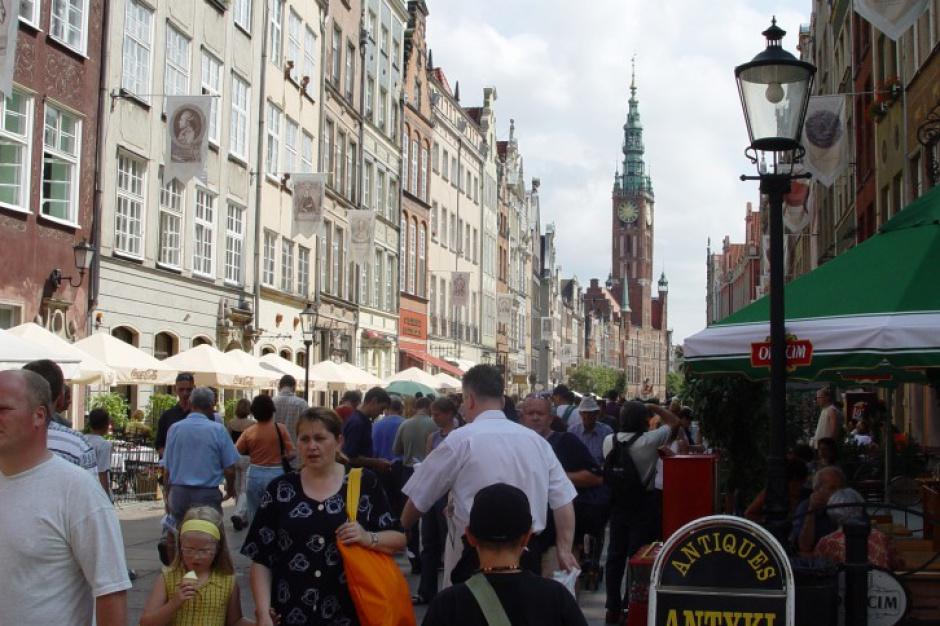 Bramy w zabytkowym centrum Gdańska pomalowano antymoczową farbą