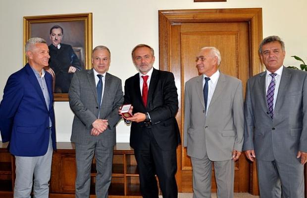 Gdynia, Wojciech Szczurek ze Złotą odznaką Krajowej Izby Gospodarki Odpadami