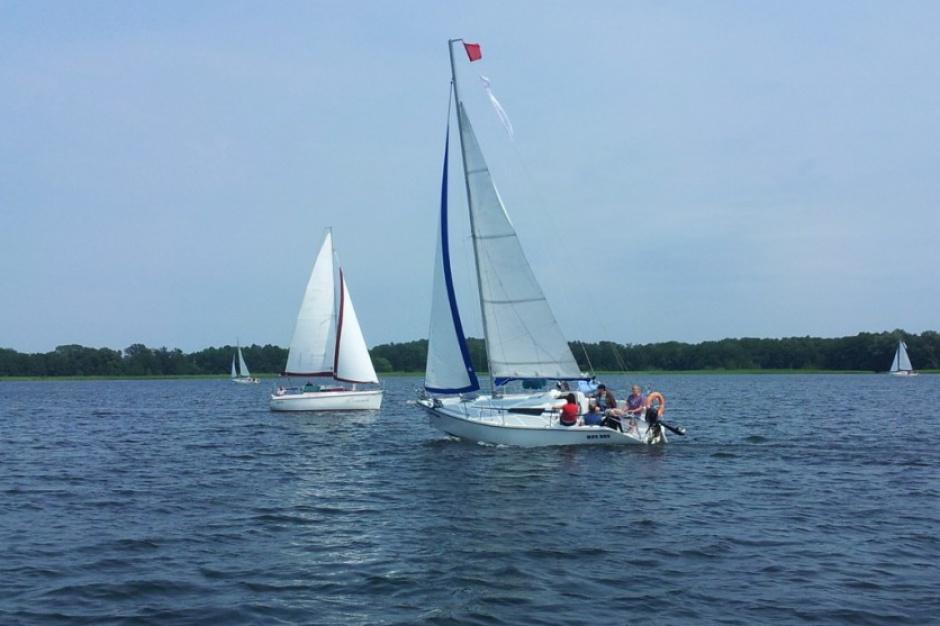 Mazury: niskie stany wód w jeziorach zagrożeniem dla żeglarzy