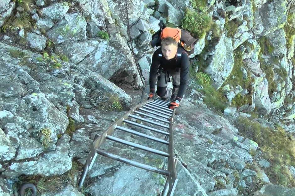 Tatrzański PN informuje o zagrożeniach na najtrudniejszym górskim szlaku