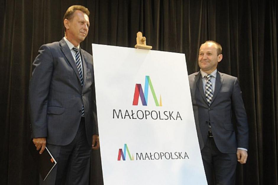 Małopolska, nowe logo: szczyty gór, kościelne wieże i Wisła