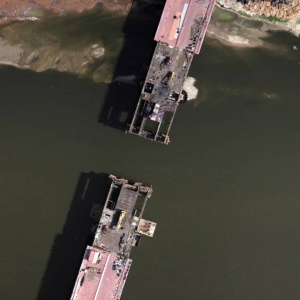 Od strony Powiśla jest już 150 m nowej konstrukcji mostu, od strony praskiej – 131,21 m. Fot. MGGP Aero/UM Warszawa