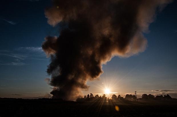 Pożar sortowni w Dąbrówce Wielkopolskiej. Sytuacja kryzysowa nadal trwa