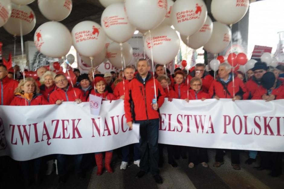 ZNP zaostrza protest. Manifestacja 14 października