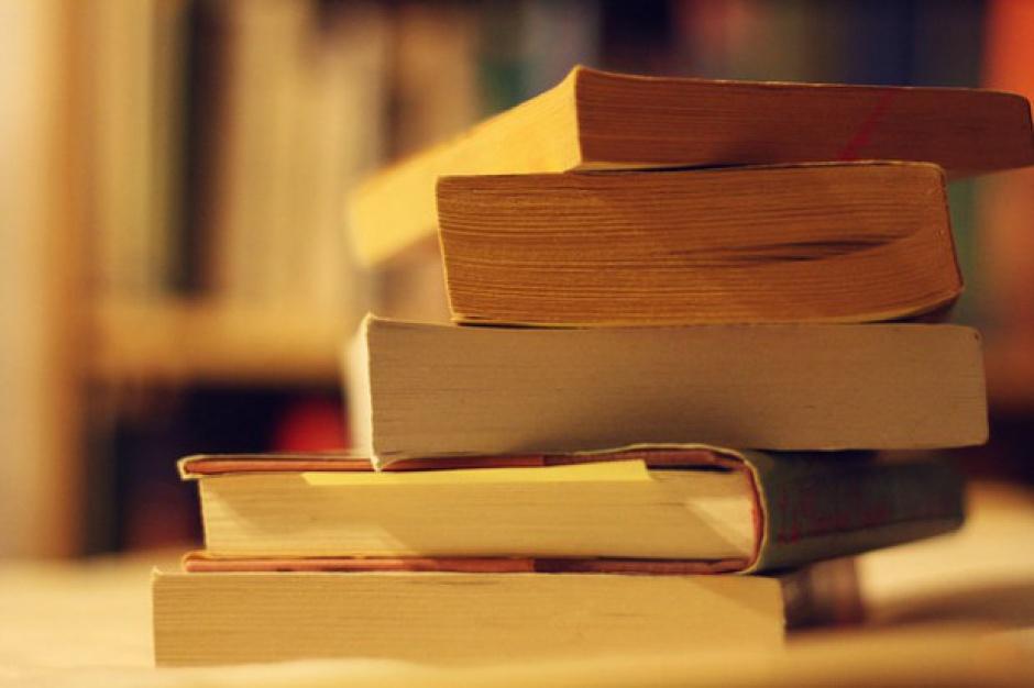 Mazowsze: 2 mln zł dotacji dla szkół na zakup książek