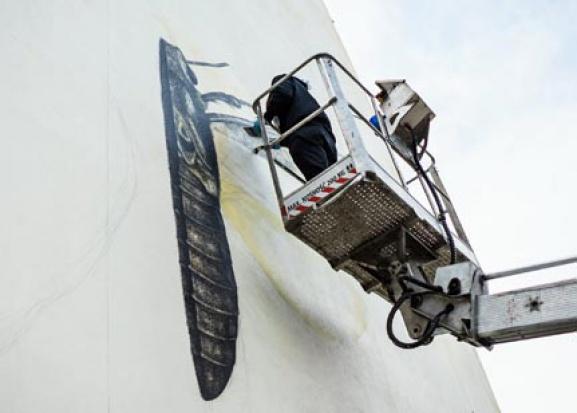 Łódź: Alexis Diaz z Puerto Rico tworzy mural
