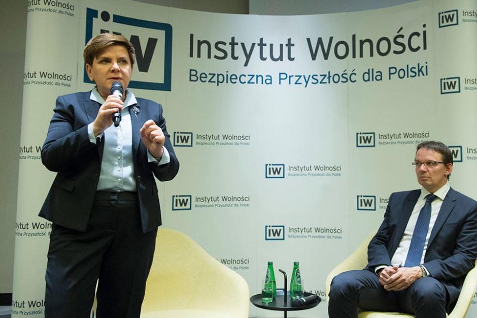 Szydło: Dwie kadencje dla wójtów i burmistrzów przeciw układom