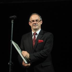 Nagrodę zaprzebudowę placu im. Marii Konopnickiejodebrał Czesław Renkiewicz – prezydenta Miasta Suwałk.
