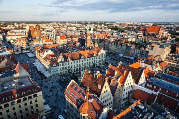 Wrocław przyciąga coraz więcej osób. Ma czym