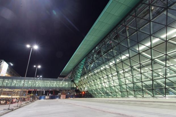 Lotnisko w Balicach z większym terminalem i połączeniem kolejowym