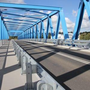 Trójprzęsłowy most ma ponad 197 metrów długości. Zapewnia skomunikowanie Ostrowa Brdowskiego i Gryfii z lądem. Wcześniej połączenia komunikacyjne na wyspie utrzymywane były poprzez promy. Fot. Mat. prasowe