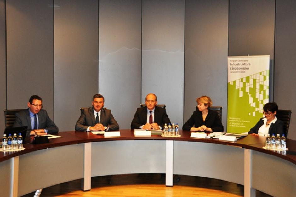 Pierwsze umowy na drogi w ramach PO IiŚ 2014-2020 podpisane