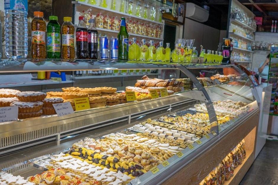 Zdrowa żywność: Co można sprzedawać w szkolnych sklepikach? Będzie poradnik