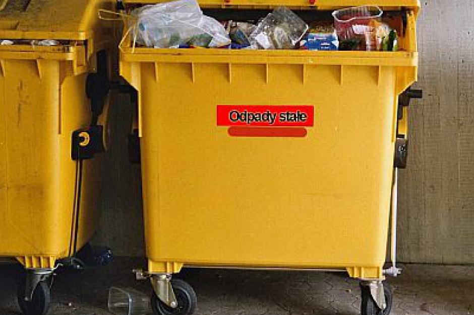 Gminy będą mogły zwalniać duże rodziny z opłat za wywóz odpadów
