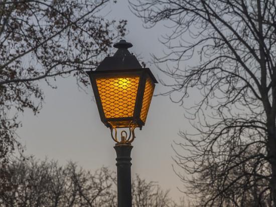 Dominującym właścicielem infrastruktury oświetleniowej w gminach pozostają koncerny energetyczne. Fot. Pixabay.com