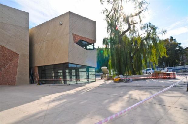 W sali koncertowej na Jordankach trwają prace wykończeniowe we wnętrzach i montaż wyposażenia obiektu zaprojektowanego przez hiszpańską pracownię Menis Arquitectos, a wybudowanego przez Mostostal Warszawa SA. Fot. WWW.torun.pl (Lech Kamiński)