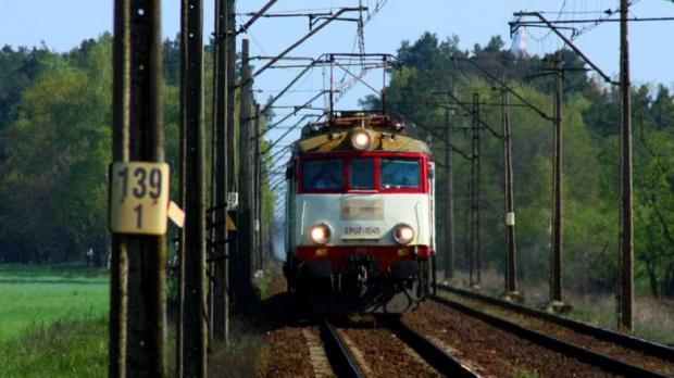 Od grudnia pociągiem na lotnisko do Szyman