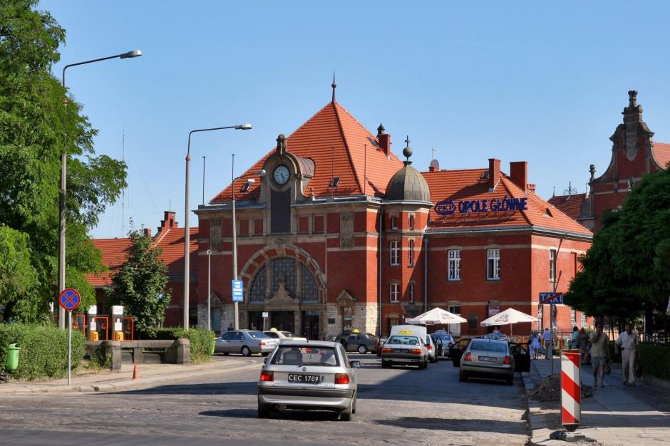 Opolskie: konsultacje miejskie i przedterminowe wybory