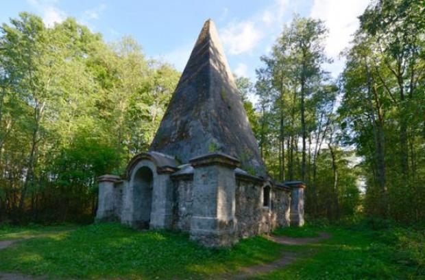 Leśnicy uratują piramidę w Rapie za pieniądze UE