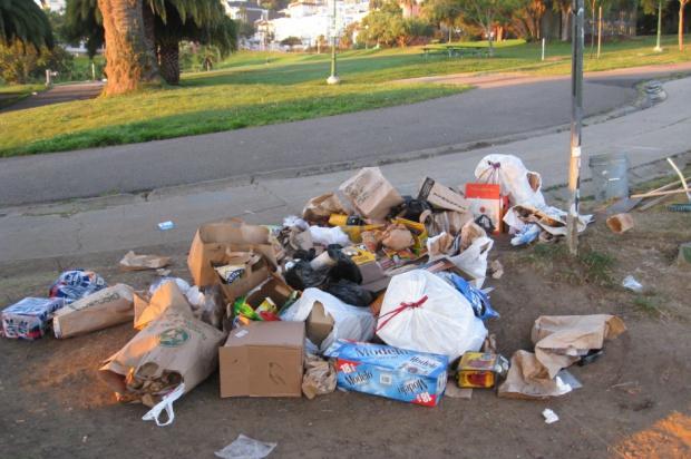 Czy PiS będzie grzebał w śmieciach?