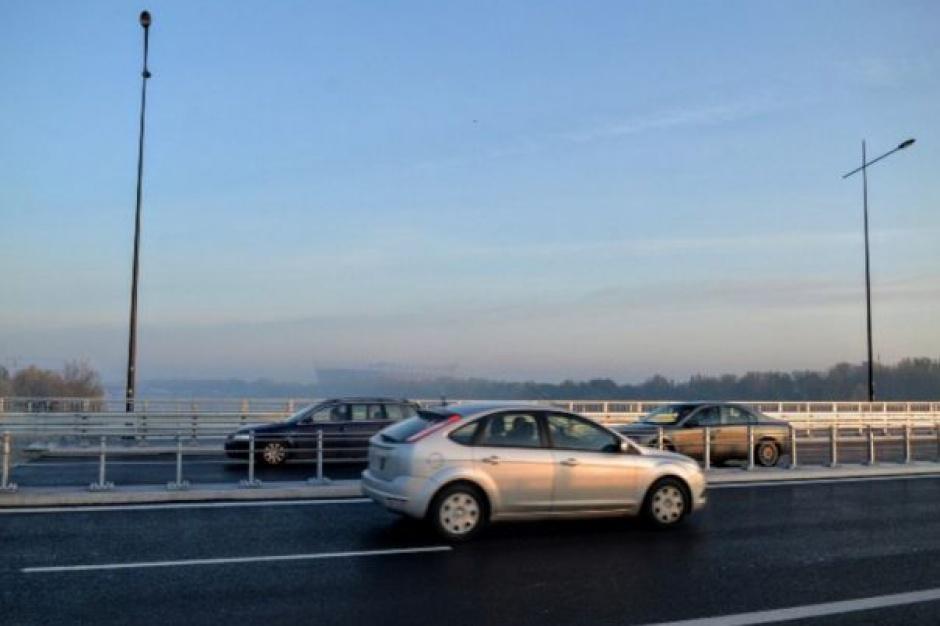 Na moście Łazienkowskim ruch jak w ulu