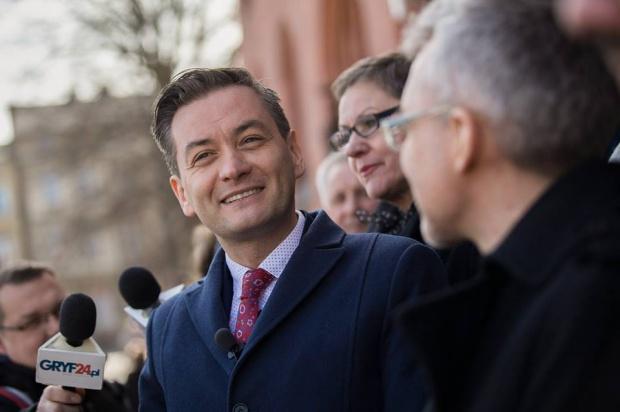 Prezydent Słupska Robert Biedroń bezprawnie ujawnił pensje urzędników?