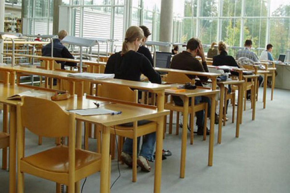 Zalewska: reforma gimnazjów najwcześniej za 2 lata
