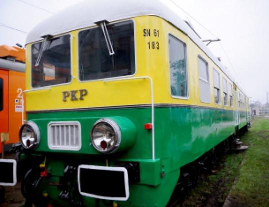 """Wagon """"Ganz"""" jak nowy, ale pasażerów nie przewiezie"""