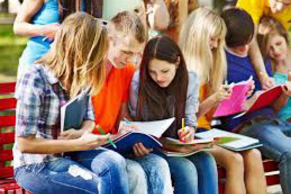 Byli ministrowie edukacji: Zamiast likwidacji, zespoły gimnazjum – liceum