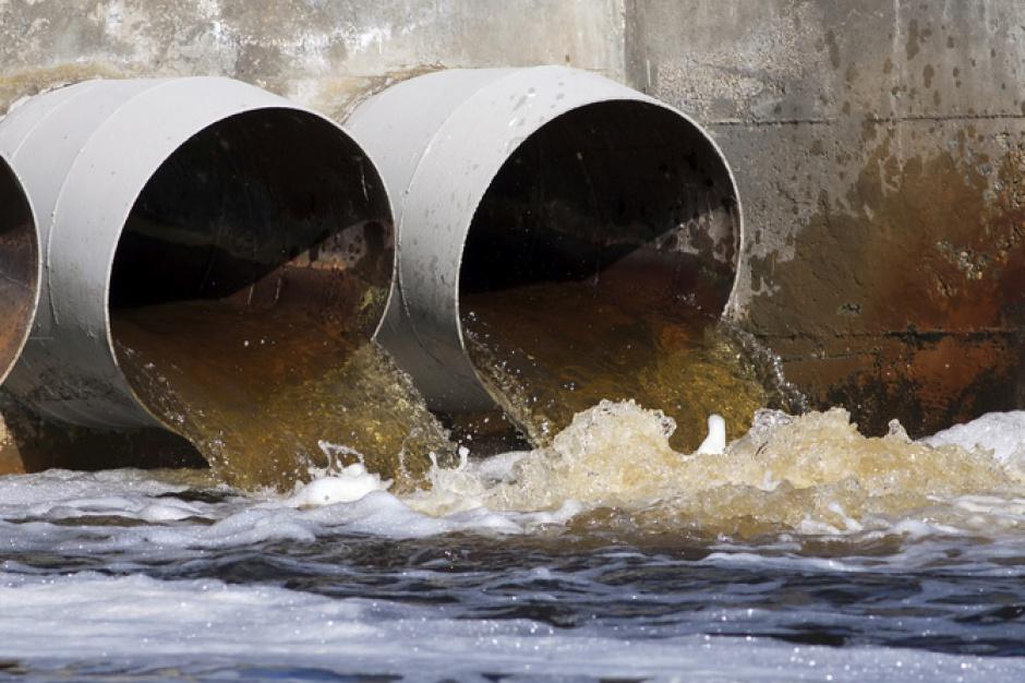 Ścieki w Wiśle. Rozbudowa warszawskiej oczyszczalni powodem zanieczyszczenia rzeki