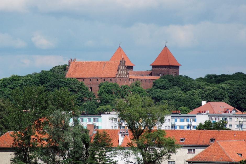 CBOS: większość Polaków czuje się związana z miejscem zamieszkania