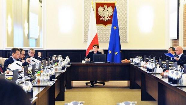 Rząd przyjął mapę drogową programu Rodzina 500+, koszt roczny 22 mld zł