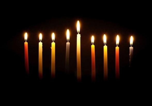 W stolicy uroczyście zapalono pierwszą świecę chanukową