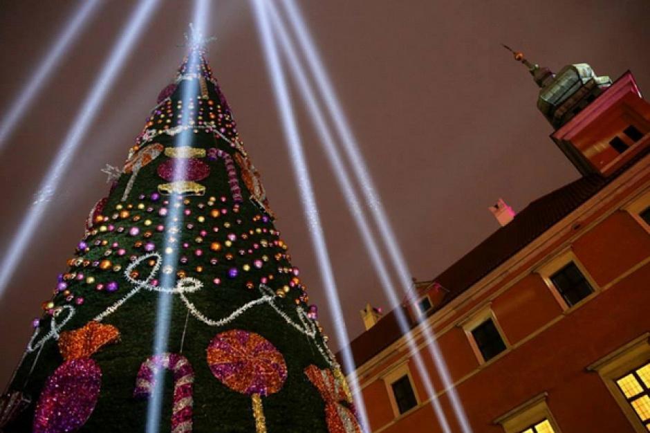 Tysiące świątecznych lampek zabłysło w sobotę w Warszawie