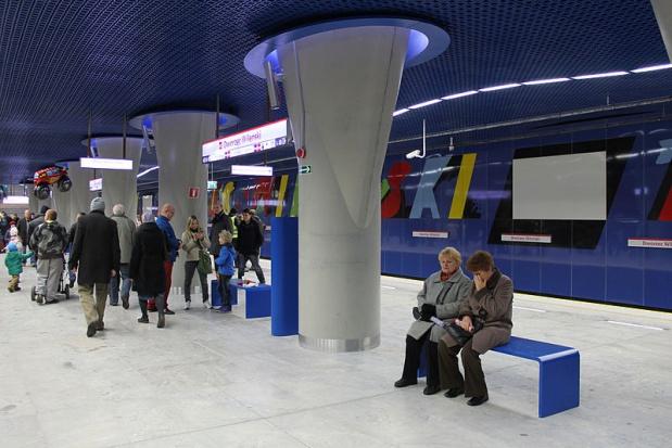 II linia metra: 2 mln pasażerów miesięcznie. Najwięcej na stacji Dworzec Wileński