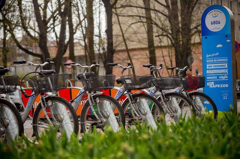 Miejskie rowery coraz bardziej popularnym środkiem transportu