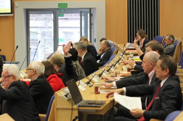 Pomorskie, budżet na 2016 r.: Dochody ponad 863 mln zł, wydatki ponad 915 mln zł