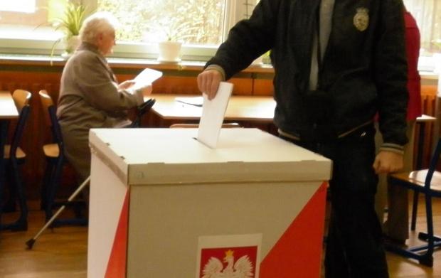 W Porębie rozpoczęło się referendum ws. odwołania burmistrza i rady miejskiej