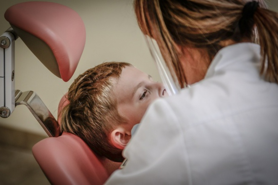 Dentysta w szkole: Wałbrzych wyda pół miliona na gabinety dentystyczne