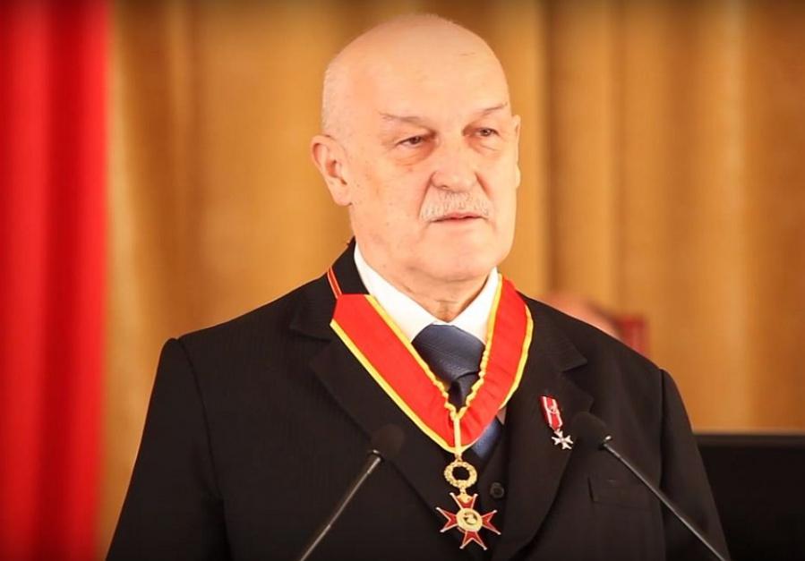 Jerzy Kropiwnicki został członkiem Rady Polityki Pieniężnej (na zdjęciu z watykańskim odznaczeniem - Orderem św. Grzegorza Wielkiego)