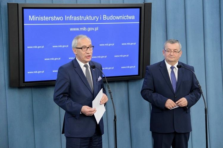 - Jest problem z tanimi mieszkaniami na wynajem i to jest zadanie, przed którym stoi rząd - tłumaczy Kazimierz Smoliński (fot.mib.gov.pl)