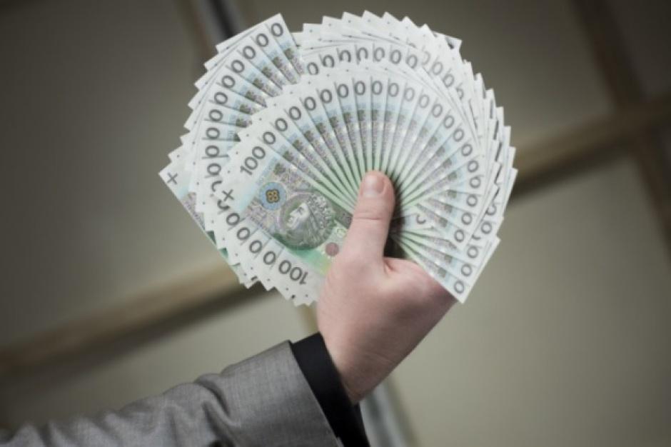 Oszczędności: Polacy odkładają coraz więcej pieniędzy
